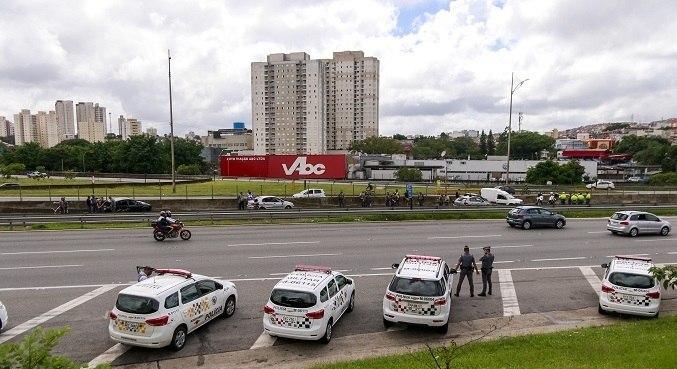 Com bloqueio da via, 40 km de congestionamento chegaram a ser registrados
