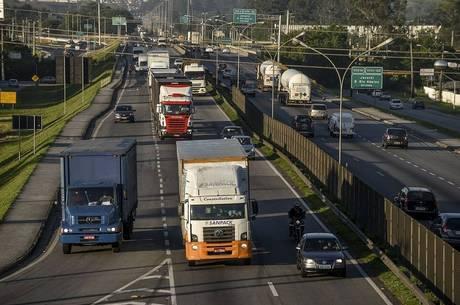 """Bolsonaro diz que radares tiram """"paz do motorista"""""""
