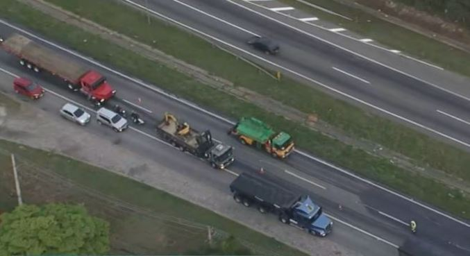 Rodovia Régis Bittencourt teve mais de 20 km de congestionamento por conta do acidente