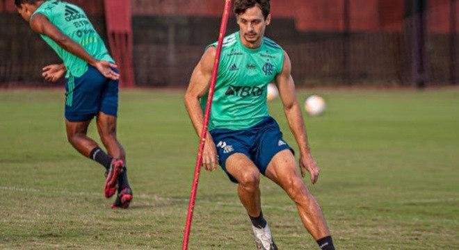 A volta de Rodrigo Caio. Fundamental para dar confiança para o time atacar