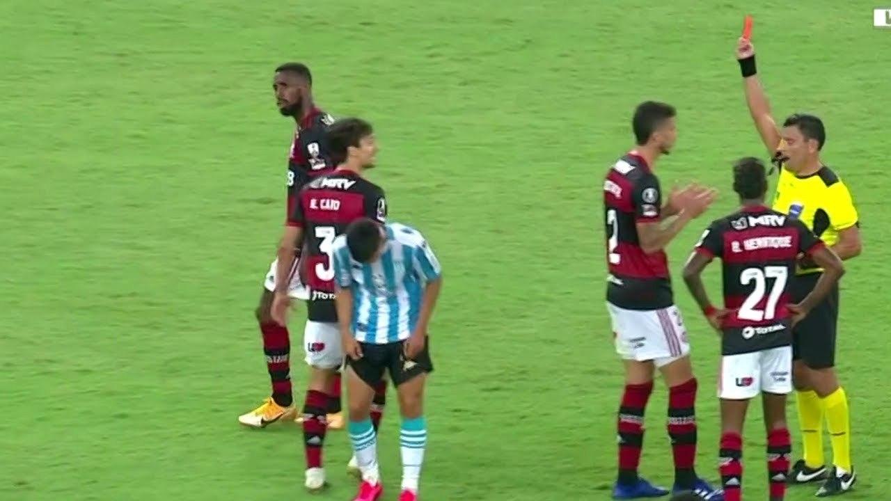 Rodrigo Caio levou o segundo amarelo por violência desnecessária na falta