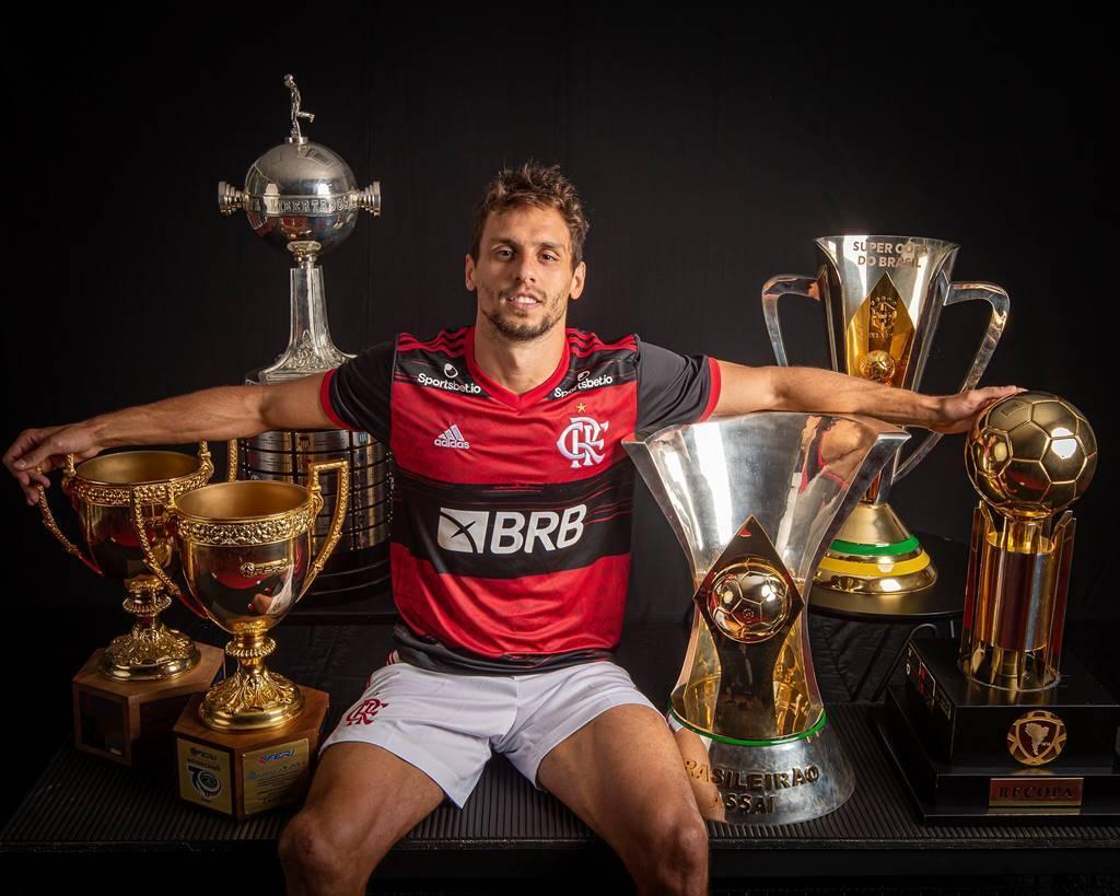 Os troféus de Rodrigo Caio. Em apenas dois anos de Flamengo...