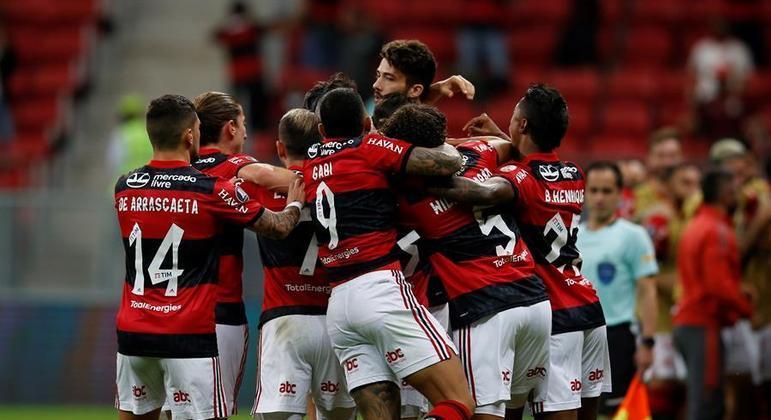 Jogadores do Flamengo comemoram gol na vitória para cima do Defensa y Justicia