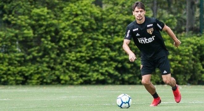 Rodrigo Caio, de 25 anos, foi revelado nas categorias de base do São Paulo