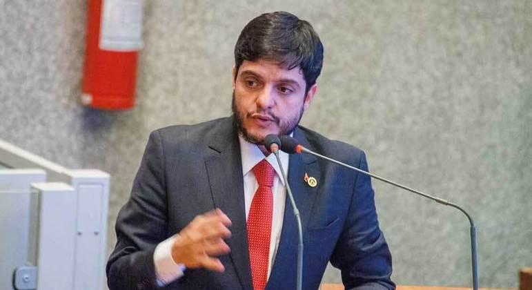 Deputado Rodrigo Delmasso teve sua foto usada em tentativa de golpe via Whatsapp
