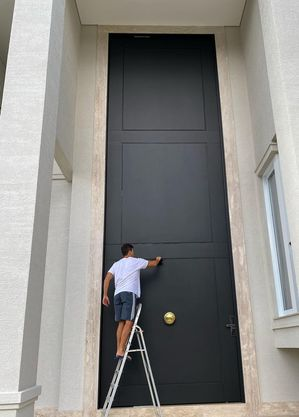 Faro e sua porta gigante