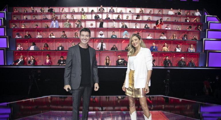 Rodrigo Faro e Ticiane Pinheiro se divertem no Canta Comigo Teen 2