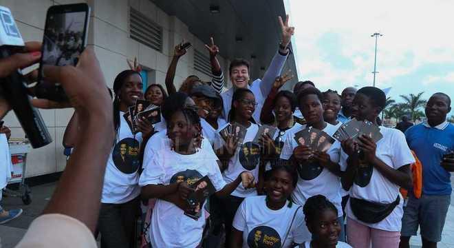 Rodrigo Faro foi recebido com carinho pelos fãs de Angola
