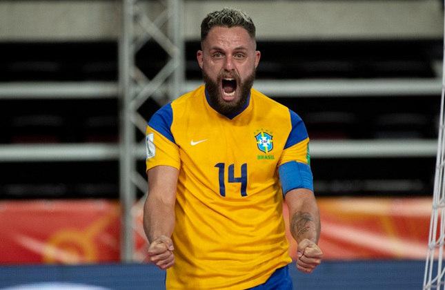 Rodrigo (Fixo) - Capitão e líder da Seleção, ele está no seu terceiro Mundial: assim como Guitta, foi campeão em 2012 e esteve na queda em 2016. O Capita está com 37 anos, joga no Sorocaba desde 2014, é titular do Brasil e sempre figurou entre os melhores do mundo.