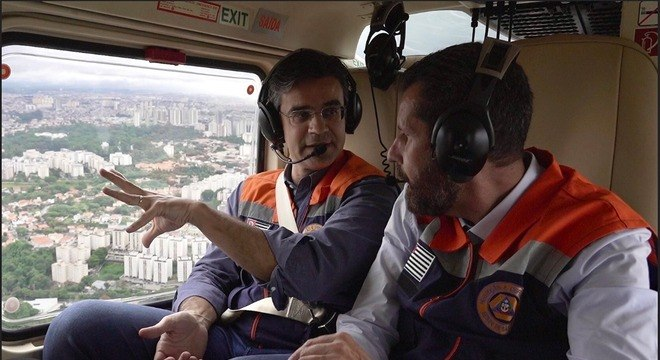 Rodrigo Garcia sobrevooa áreas alagadas na capital paulista e Osasco
