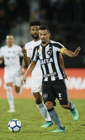 Botafogo vence clássico carioca no Brasileiro