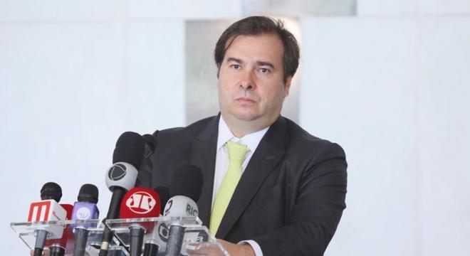 Rodrigo Maia conversou com a imprensa nesta segunda-feira (27)