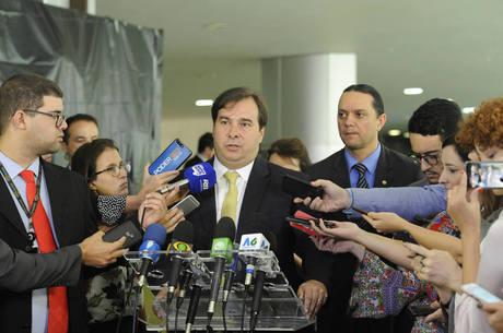 Rodrigo Maia corrige nota sobre PEC do Orçamento
