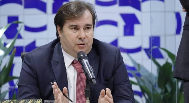 Rodrigo Maia busca negociar em busca de aprovação da reforma na Câmara