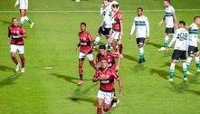 Flamengo vence o Coritiba e sai na frente por vaga nas oitavas de final