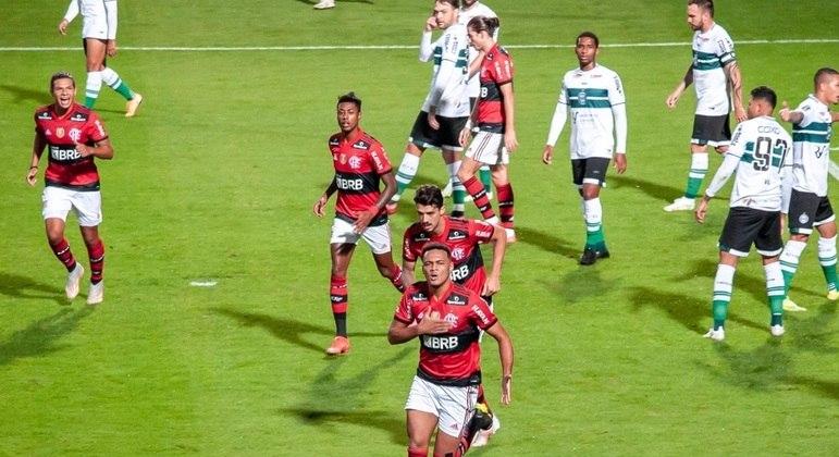 Rodrigo Muniz comemora gol da vitória do Flamengo sobre o Coritiba
