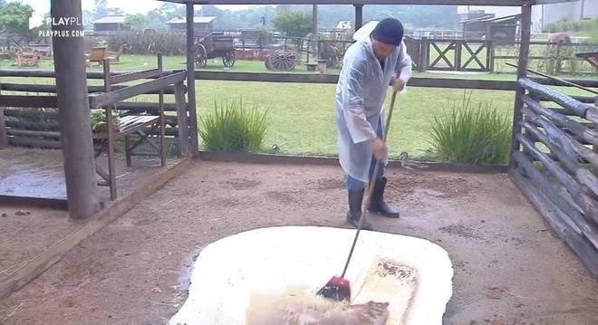 Mesmo na chuva, Phavanello cumpriu as obrigações com as aves