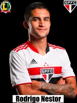 Rodrigo Nestor - 5,5: Deu muito espaço para Carlos Sánchez chutar e fazer o primeiro gol, mas realizou o chute que gerou o pênalti para o São Paulo. Foi importante na organização de jogadas, mas deixou a desejar na marcação.