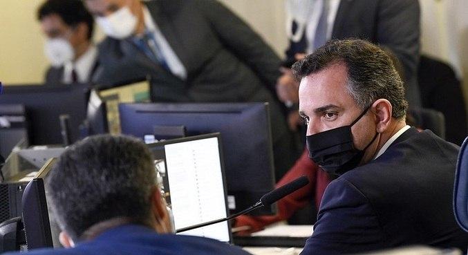 O presidente do Senado, Rodrigo Pacheco, durante sessão