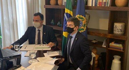 Na imagem, Rodrigo Pacheco e Randolfe Rodrigues