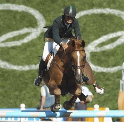Rodrigo Pessoa é o brasileiro recordista em medalhas no hipismo. O cavaleiro acumulou tres insígnias na maior competição esportiva do mundo. Em Atenas 2004, ele foi medalha de ouro na prova de saltos individual. Quatro anos depois, em Pequim, foi bronze saltos por equipe e repetiu a dose em Londres 2012, na mesma categoria.