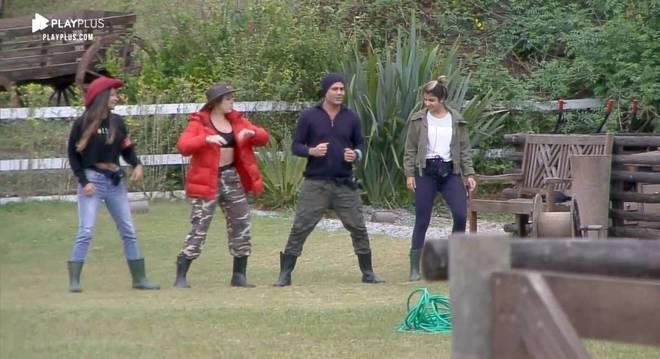 """As peoas aproveitaram Rodrigo para aprenderem a coreografia de """"Baila Baila Comigo"""""""