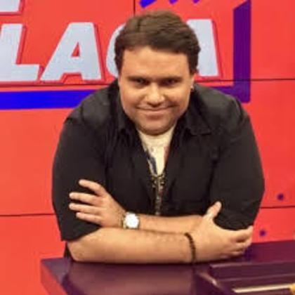 Rodrigo Rodrigues também teve passagem pelo Esporte Interativo, onde estreou no comando do programa 'De Placa' . Mesmo após o fim dos canais, continuou apresentando programas no YouTube da emissora.