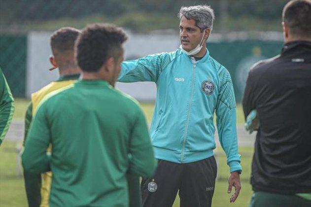 RODRIGO SANTANA: O treinador de 38 anos está sem contrato desde que deixou o Coritiba, em dezembro de 2020. No Brasil, ele já trabalhou no Avaí e no Atlético-MG