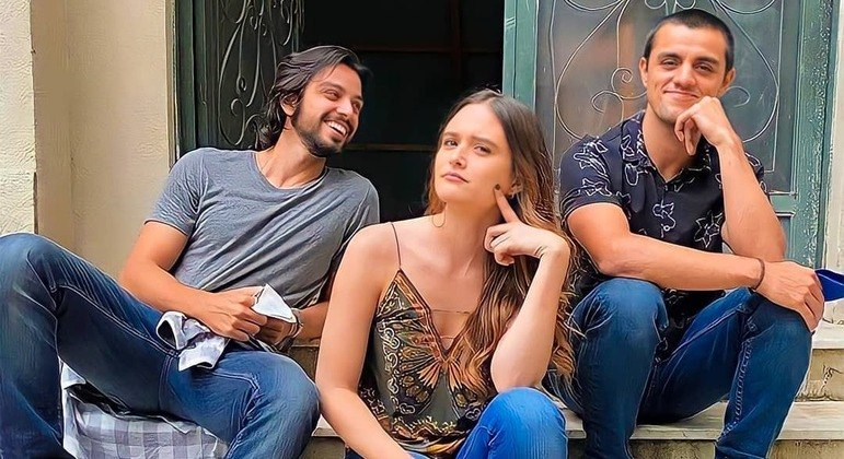 Rodrigo Simas, Juliana Paiva e Felipe Simas nos bastidores de 'Salve-se Quem Puder'
