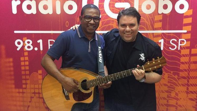 Rodrigo também teve experiência na rádio, onde passou pela Rádio Globo com o programa 'Trilha de Craques', onde recebia grandes nomes do esporte e celebridades para conversar sobre o mundo musical.