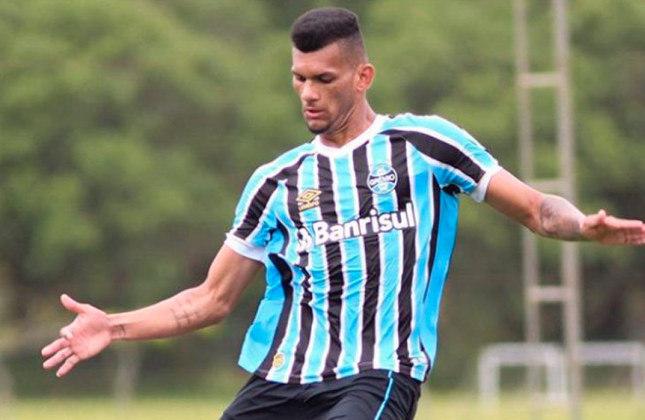 Rodrigues - Clube: Grêmio - Posição: Zagueiro - Idade: 23 anos - Jogos completados no Brasileirão 2021: 0 jogos - Situação no clube: Reserva com poucas oportunidades. Grêmio quer negociá-lo.