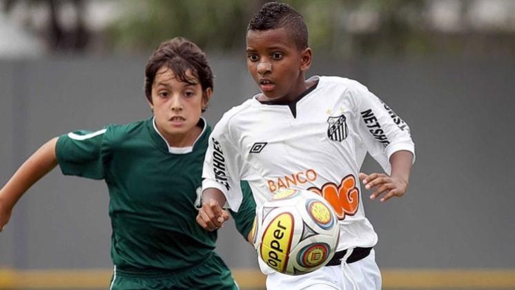 Rodrygo assinou o seu primeiro contrato com o Santos aos 11 anos. Destacou-se durante seis anos nas categorias de base santista. Em 2017, chegou marcar 24 gols em 22 partidas  pelo Paulistão Sub-17.
