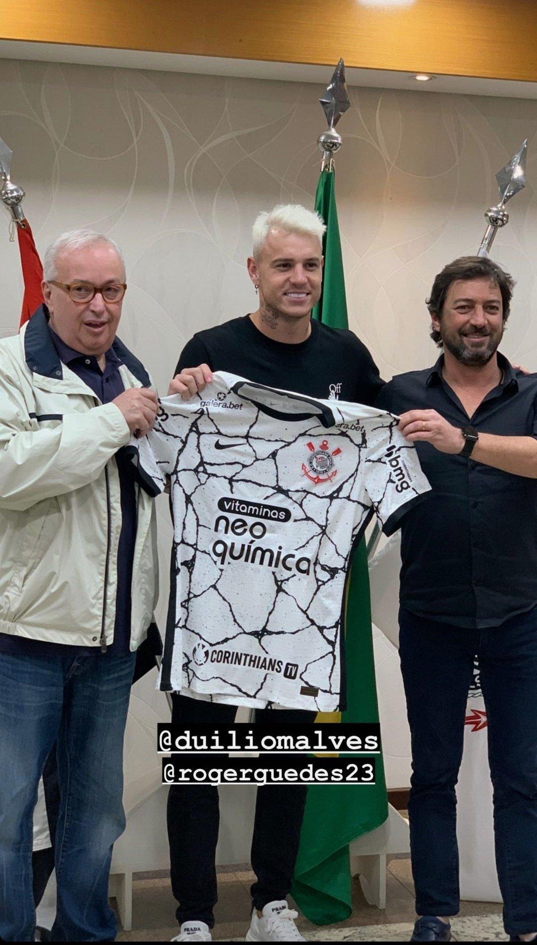 O orgulho de Roberto de Andrade e Duilio. Sabem que Roger Guedes, 24 anos, está no auge