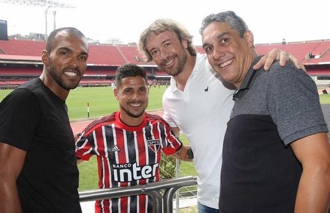 ROGER - O reserva de Rogério Ceni deixou o São Paulo no fim de 2005 para defender o Santos e ainda passou pelo Botafogo antes de se aposentar, em 2008. Hoje aos 47 anos, o ex-goleiro passou a atuar na política.