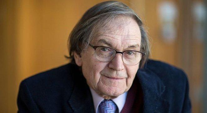 Roger Penrose recebeu o Prêmio Nobel de Física por seu trabalho sobre singularidades