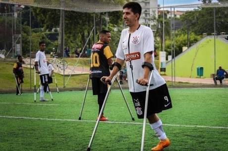 Rogerinho joga futebol desde criança