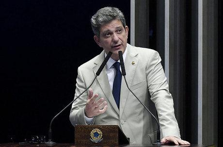 senador Rogério Carvalho contratou filha de Lula