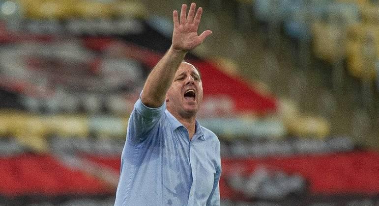 O esforço de Rogério Ceni foi levado em consideração. Mais dez jogos como sobrevida