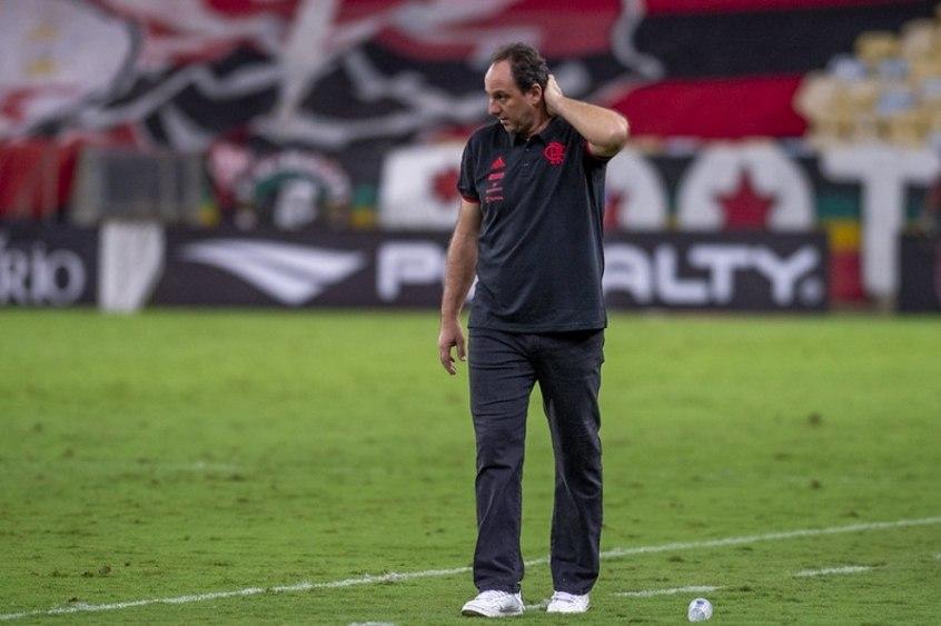Rogério Ceni não conseguiu aproveitar as conquistas na Gávea. Questionado o tempo todo