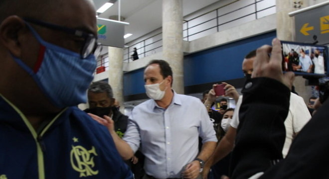 Ceni chega ao Rio de Janeiro para assinar contrato com Flamengo