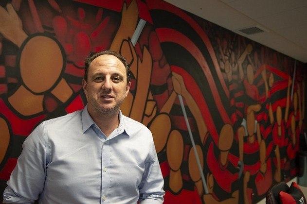 Rogério Ceni chegou! O técnico foi anunciado, apresentado e já comandou sua primeira atividade no Ninho do Urubu. Confira, na galeria, mais imagens do novo treinador do Flamengo!