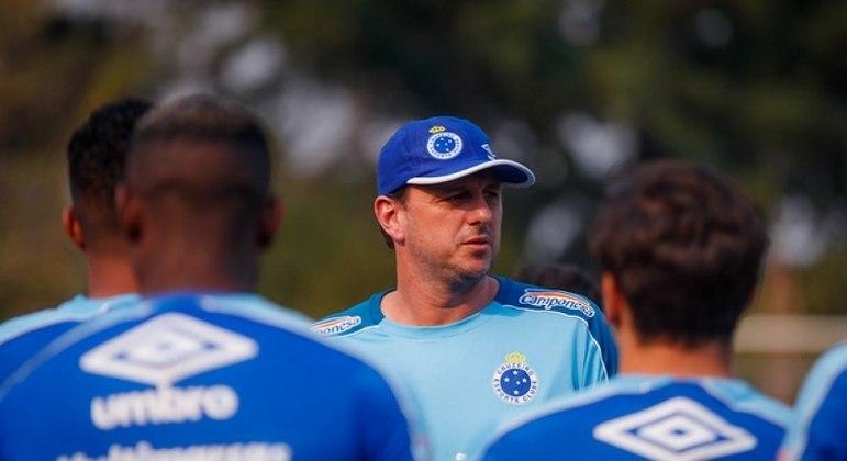 Passagem de Rogério Ceni pelo Cruzeiro durou menos de dois meses