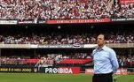Acostumado com a arquibancada do Morumbi lotada, vibrando por ele, Rogério Ceni vai enfrentar o São Paulo mais uma vez sem a presença da torcida. O que não chega a ser algo ruim para ele, já que, desta vez, a maioria estaria torcendo para a sua derrota