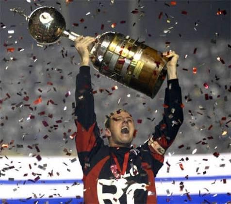 Rogério Ceni - o goleiro foi um dos destaques da campanha vitoriosa na Libertadores. Capitão e ídolo do clube, levantou o troféu.
