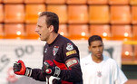 Rogério Ceni marcou época e se consagrou o maior goleiro da história do São Paulo. Além de fazer grandes defesas, Ceni também marcava gols, com cobranças de falta e pênaltis de forma magistral, registrando incríveis 131 gols na carreira, mais do que muitos atacantes pelo mundo. O goleiro soma 1237 aparições pelo São Paulo e é o jogador que mais vezes vestiu a camisa de um mesmo clube na história do futebol. Por conta disso, o legado de Rogério Ceni se tornou um enorme peso para os próximos goleiros que defenderiam a baliza do Tricolor... Confira todos os arqueiros que passaram pelo São Paulo após a aposentadoria do M1TO