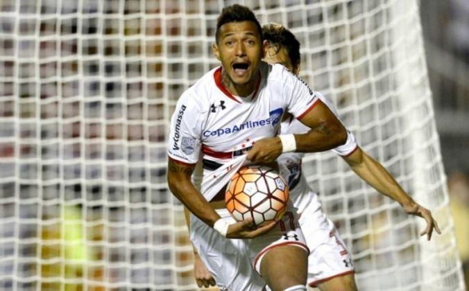 Rogério - O atacante estreou pelo São Paulo com uma vitória de 2 a 0 em cima do Internacional, no dia 5 de setembro de 2015. Em partida válida pelo Brasileiro, o jogador balançou as redes uma vez.