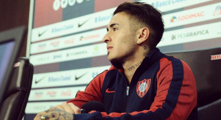 Rojas é um lateral vigoroso. Jogou emprestado no Peñarol. Quer o Palmeiras como atalho à Europa