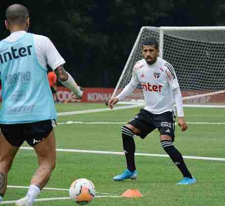 Rojas e Daniel Alves