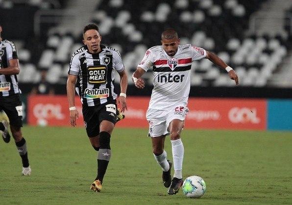 Rojas - Três participações em gols.
