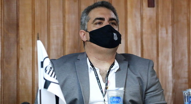 Uma das equipes penalizadas, Santos busca resolver suas pendência com Fifa